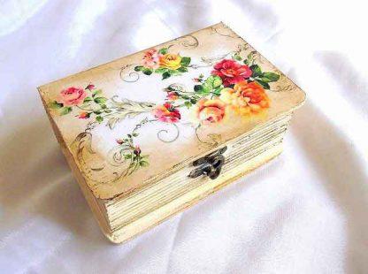 Design trandafiri rosii si galbeni, cutie lemn cu model floral 33221