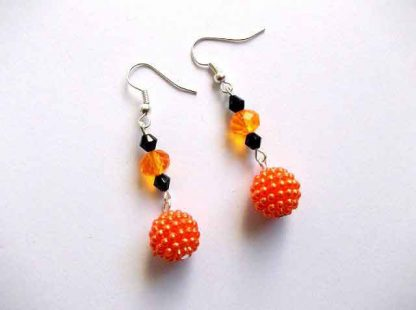 Pereche cercei portocaliu cu negru, cercei margele acrilice si cristale 33309