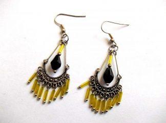 Cercei sticla, pereche cercei galben cu negru. Produs din sticla, categoria bijuterii cadou femei. Culori: galben si negru.
