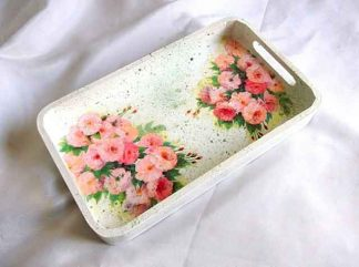 Design trandafiri roz pe tava de lemn, tava servire masa 34590