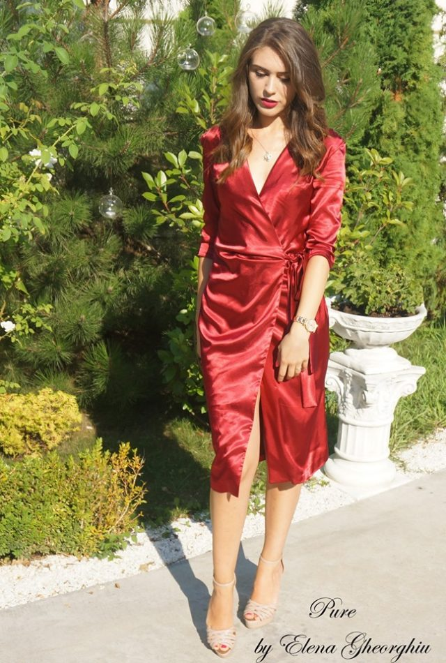 Rochie rosie din satin, rochie lejera de vara poza din fata