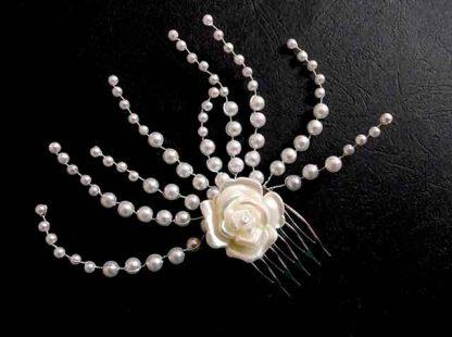 Pieptan floare artificiala mireasa, pieptan mireasa cu perle si margele sticla 34799 cu fundal negru