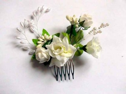 Pieptan mireasa cu flori albe artificiale, pieptan simplu mireasa 34779 fundal alb