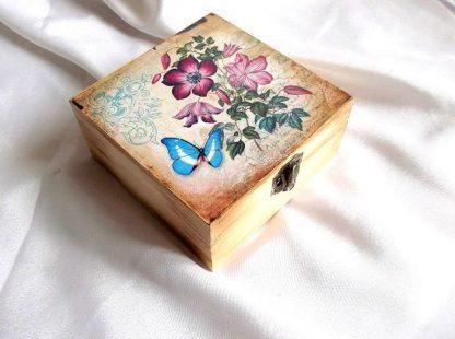 Cutie elemente florale si fluture, cutie lemn