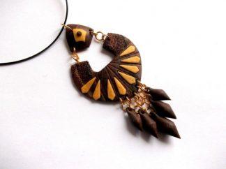 Elemente tribale, colier pandantiv culori maro si galben 39005