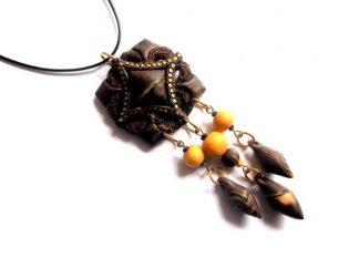 Pandantiv cu elemente decorative maro si galbene, bijuterie fimo 39010