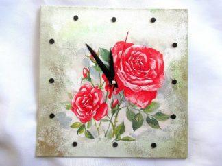 Ceas cu trandafiri rosii infloriti si cu boboci, cadou deosebit 39760